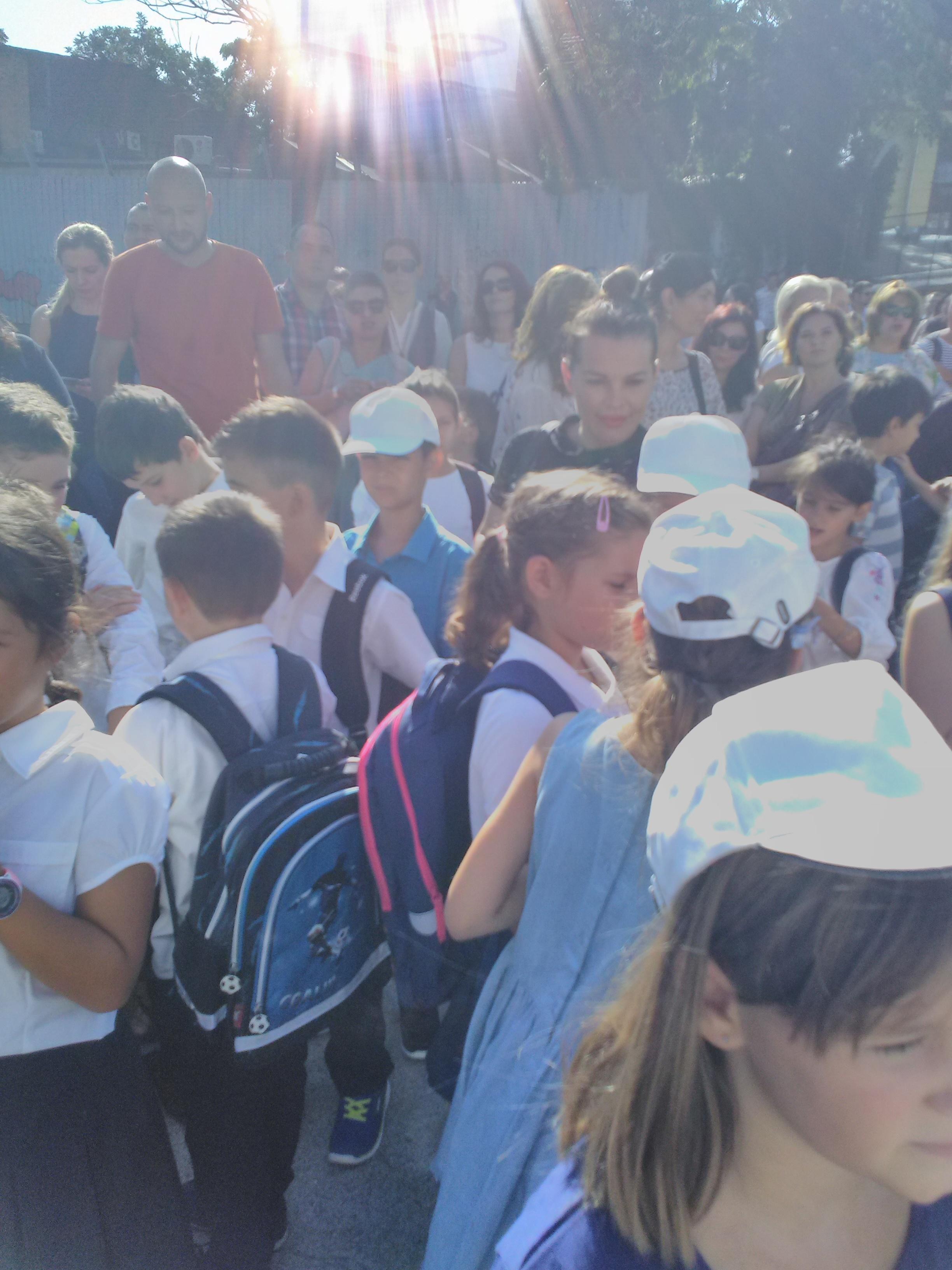 Prima zi de școală pentru elevii de la școala gimnazială ...  |Prima Zi De școală